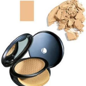 Lakme Absolute White Intense Wet and Dry Compact, Golden Light, 9g